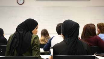 Helping Arab students to overcome barriers to high education
