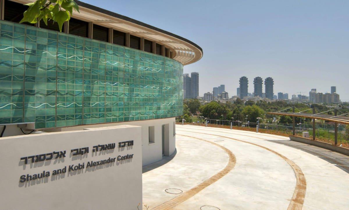 יצירת מרכז תרבותי למבקרים, תלמידים, אמנים והעובדים